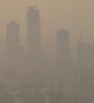 Smog in der Hauptstadt Südkoreas, wo der Kapitalismus noch brummt (Foto von Craig Nagy, CC-BY-SA, URL: https://www.flickr.com/photos/nagy/4336948)