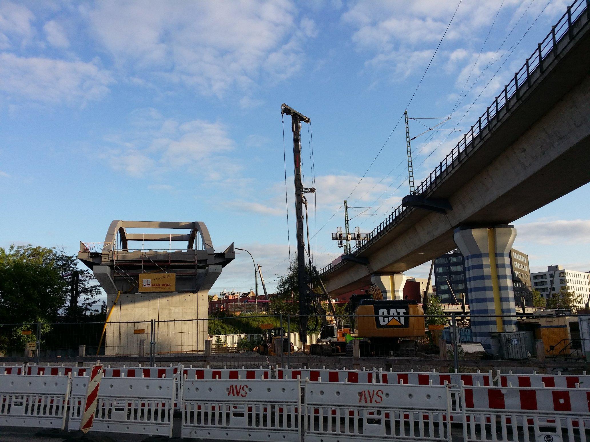 Fertige und unfertige Brücke (in Berlin-Moabit)
