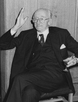 Friedrich August von Hayek, einer der wichtigsten Vordenker des Neoliberalismus (Foto der LSE Library, gemeinfrei)
